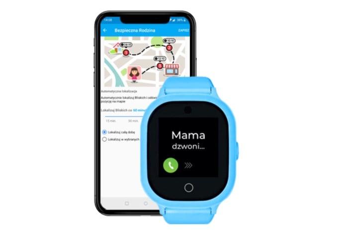 Telefon na rękę z funkcją lokalizacji i aplikacja Gdzie Jest Dziecko, czyli niebieski smartwatch z GPS GJD.06 z włączonym monitorem, na którym widać, że na urządzenie dzwoni Mama oraz widok czarnego telefonu z mapą i ustawieniami lokalizacyjnymi w aplikacji