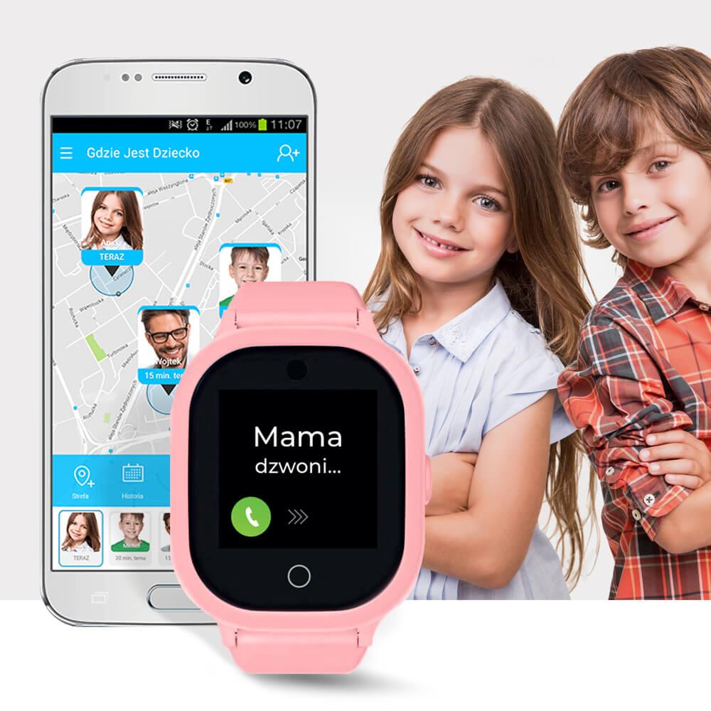 Aplikacja Gdzie Jest Dziecko na telefonie komórkowym oraz różowy zegarek GPS dla dziecka z dotykowym i kolorowym ekranem, na którym widoczna jest godzina 12:54