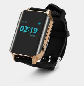 Zegarek GPS dla osób starszych, z czarnym paskiem i dużym ciemnym ekranem, na którym widoczna jest godzina 02:19